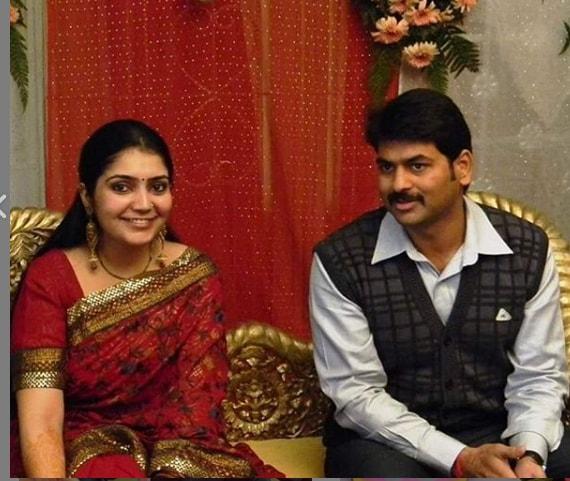 Saurabh Dwivedi wife Wiki Biography