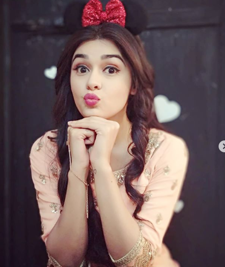 Eisha Singh Wiki, Biography, Age, Boyfriend, Career, Weight, Height.