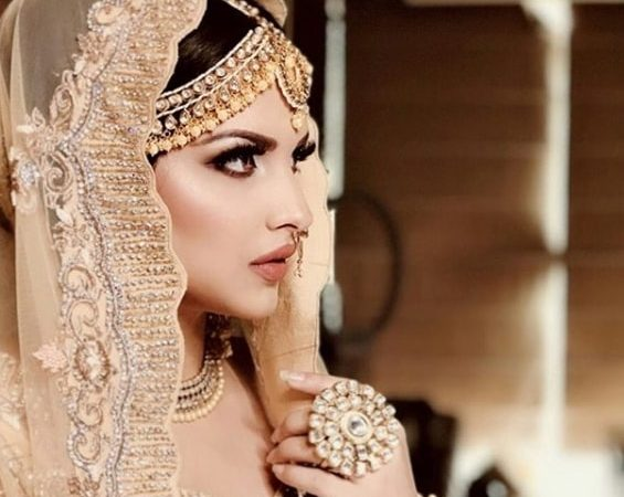 Himanshi Khurana Biography Age