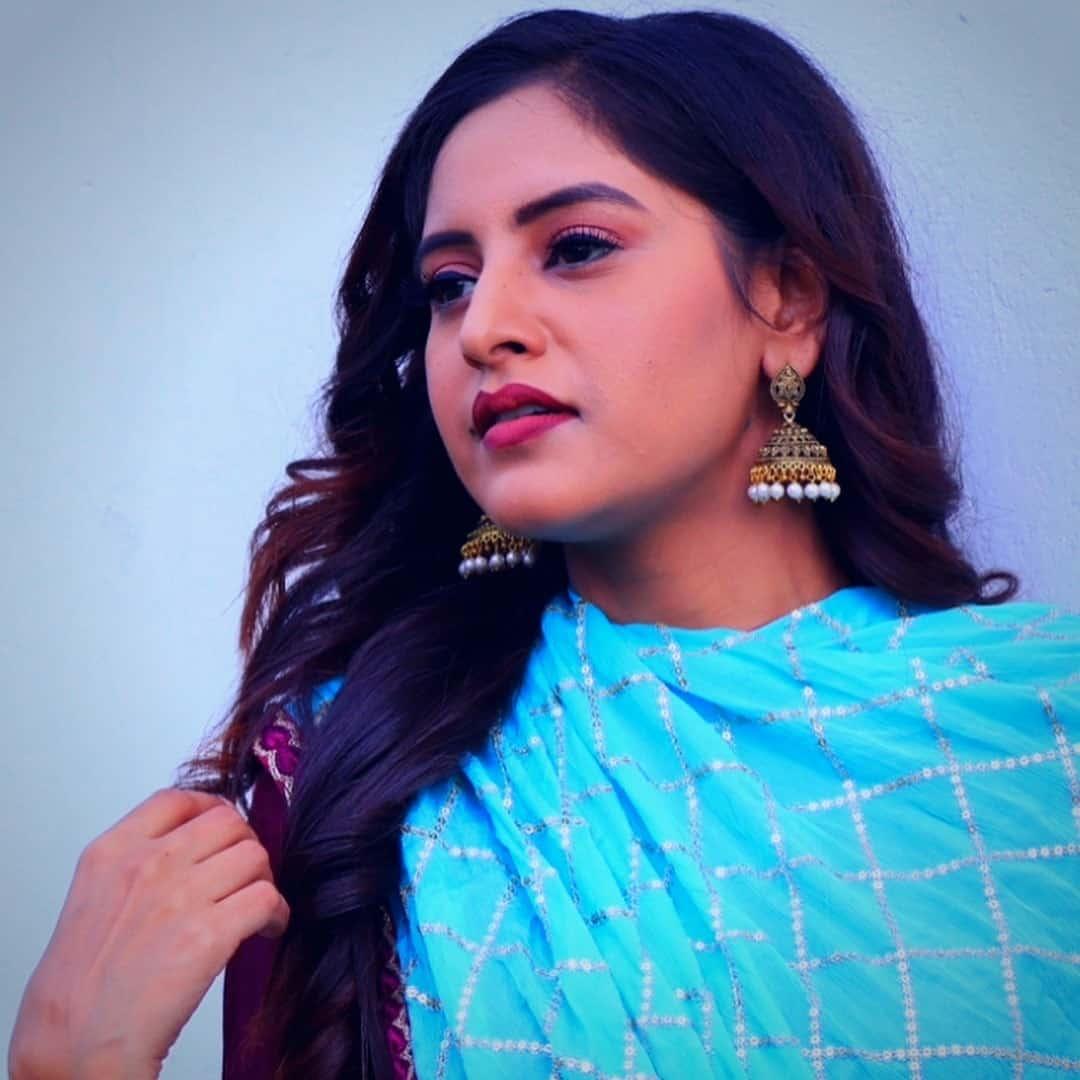 Baani Sandhu(Punjabi Singer), Wiki, Biography, Age, Boyfriend, Career and more.