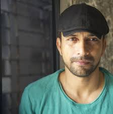 Deepak Dobriyal Biography, Wiki, Age, career, Wife, Height, Weight, Net Worth and More.