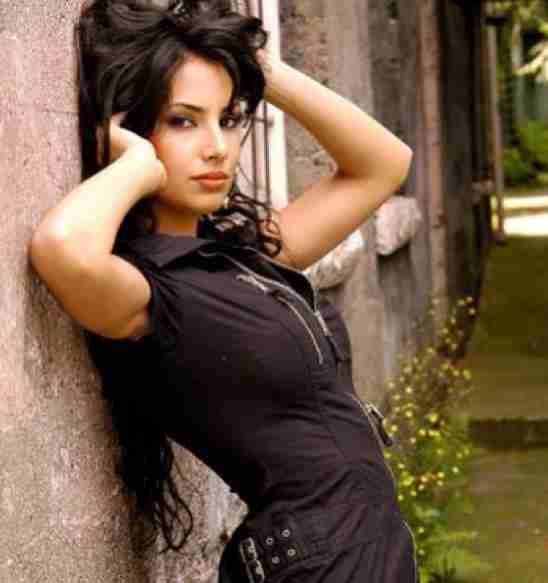 Ramona Amiri Biography