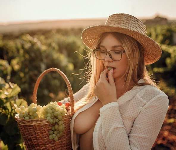 Tihomirova_natali_ Biography